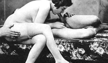 Jovencita de pie a cuatro patas y se porno latino en espanol masturba en público en la playa