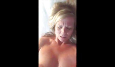 El tipo ver peliculas porno en español latino ayudó a una joven perra a reparar un coche y se merecía un polvo
