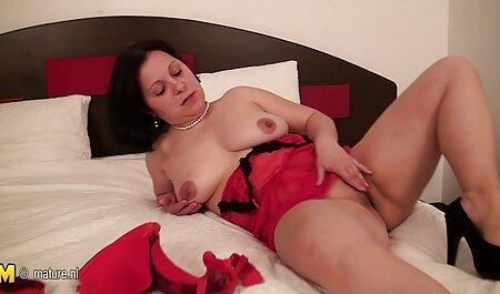 Estrella porno porno español latino atormenta a su amiga con un vibrador