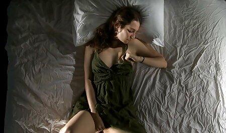 Madurita tetona decidió engañar a su marido con un macho negro hentay en español latino