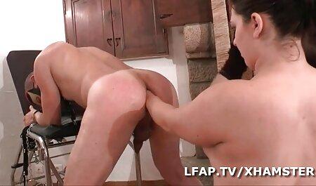 La rubia respondió a la llamada de su amiga ver videos porno en español latino