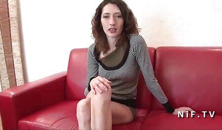 Madurita traviesa hizo ver peliculas porno en español latino que un negro se la follara por todo el apartamento