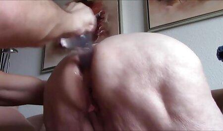 Polla de stripper hundida en la porno en idioma español latino boca de una madura seleccionada en el escenario
