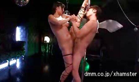 Joven depravada hermosa se pone el coño en un vibrador y se ver peliculas porno en español latino corre