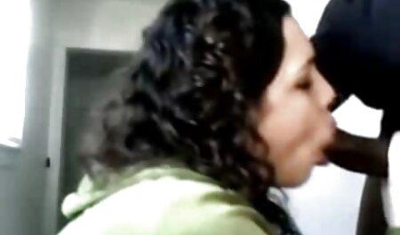 El porno latino en espanol falo de un chico recibe una gran y profunda mamada de un joven amateur