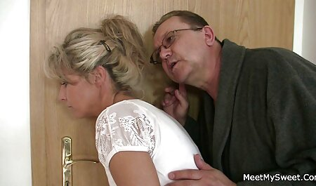 La enfermera coquetea con sexo latino en español el miembro del paciente