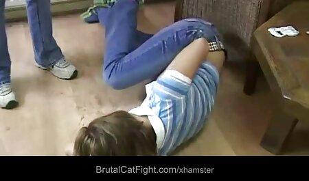 Hermosa jovencita con medias rojas ver videos porno en español latino acaricia su coño