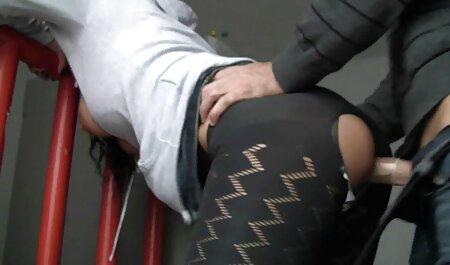 A la sensual video porno audio latino Sandy le clavan el culo en la piscina