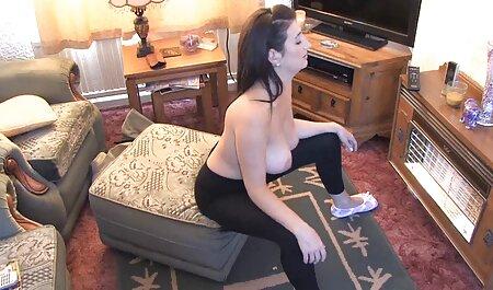 Una estrella porno madura en lencería depravada complace el falo de un hombre negro en videos porno español latino todos los sentidos