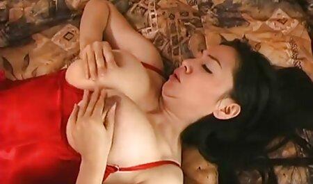 Modelo porno con audio latino porno pillada masturbándose