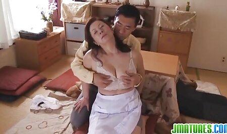 El coño de una bella jovencita disfruta de porno casero en español latino un vibrador y se prepara para drogarse