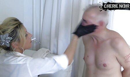 Dos jóvenes putas están felices de anime porno español latino tener sexo grupal con caballeros