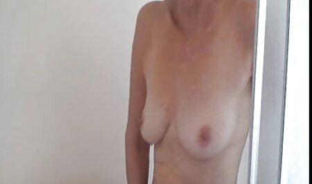 Joven japonesa se masturba apasionadamente la vagina peluda en el baño con un audio latino xxx vibrador y se corre