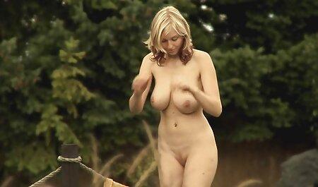 Estrella porno porn español latino de grandes tetas está decentemente cachonda