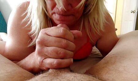 Rubia se masturba en lencería linda porno en espanol latino